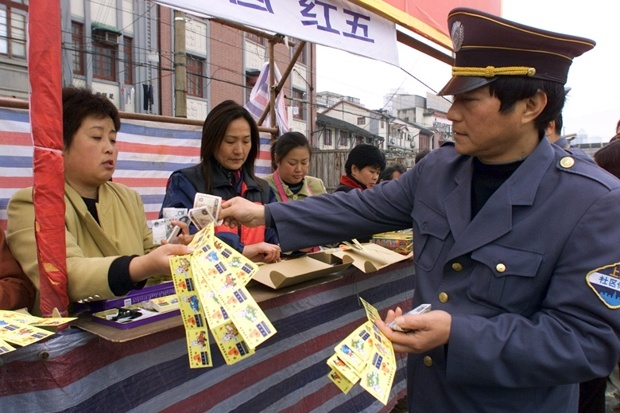 China clamps down on illegal online gambling